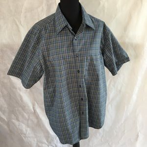 Alexander Julian Colours size Large short sleeved